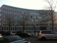 Rådhuset er i 6 etager og beklædt med grønlandsk marmor