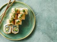 Sushi-kæde satser på dansk fisk for at redde havet