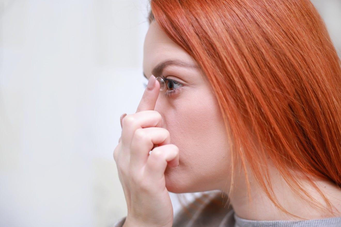 Farvede linser til fastelavnsfesten kan skade synet